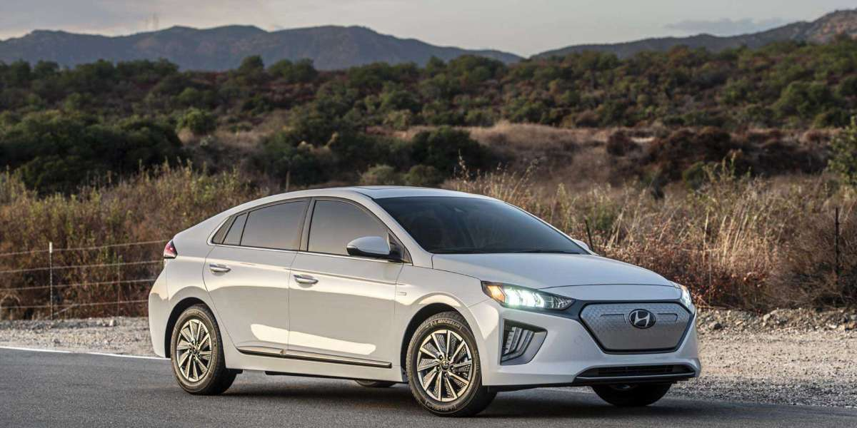 2020 Hyundai Ioniq Electric: Lease deals already offset higher price tag!