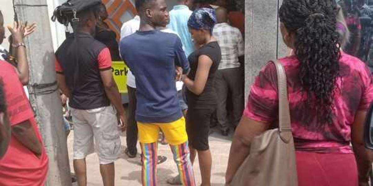 Social Distancing In Aba: Access & First Bank In Pictures (Video)